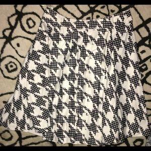 Dresses & Skirts - NWOT Houndstooth high-waist skirt